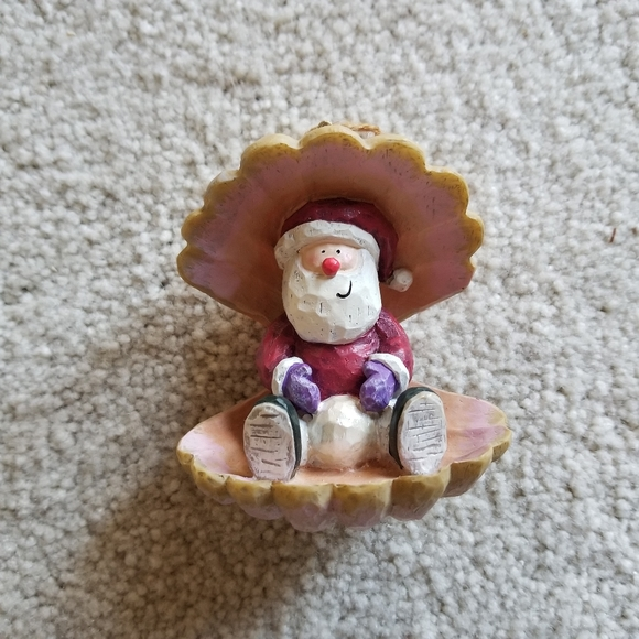 10/$10 Santa with Pearl in Clam Shell Ornament